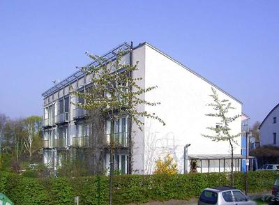 800px-passivhaus_darmstadt_kranichstein_fruehling_2006